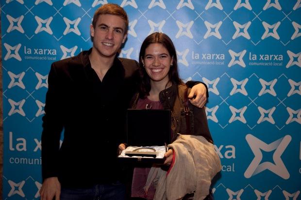 Adrià Sala i Núria Picas, en representació de ràdio010 van anar a recollir el premi.  Fotografia: Joan Roca de Viñals